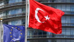 ''Türkiye'ye yönelik yaptırımları Merkel engelliyor''