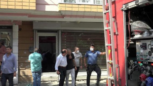 İstanbul'da bir esnaf icra memurları gelince kendini yakmak istedi!