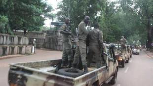 Mali'de bir asker, geçiş sürecinin cumhurbaşkanı oldu