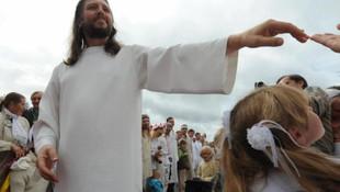 Kendisine ''Hz. İsa'' diyen tarikat liderine gözaltı