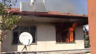 Vicdansızlar! Yaşlı adamın 80 bin lirasını çalıp evini ateşe verdiler