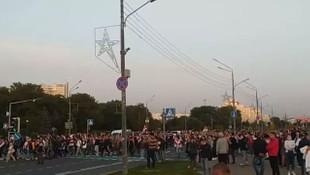 Belarus'ta yemin töreninden sonra sokaklar karıştı!