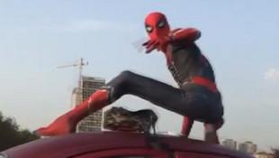 İstanbul trafiğinde Örümcek Adam şaşkınlığı