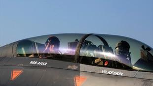 Bakan Akar, F-16 ile Ege'de uçtu!