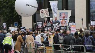 WikiLeaks'in kurucusu ABD'ye iade davasında hakim karşısında