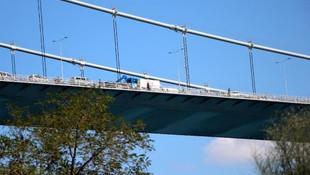 FSM Köprüsü'nde intihar girişimi trafiği kilitledi