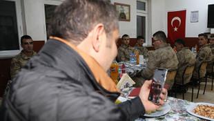 Bakan Soylu'dan askerlere sürpriz kutlama