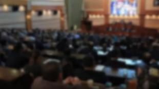 İBB Meclisinde gergin anlar! Salonu terk ettiler