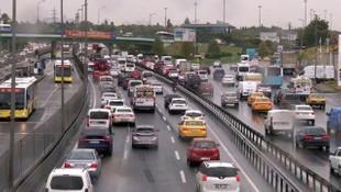 İstanbul'da, yağmur trafiği alt üst etti