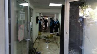 İstinat duvarı yıkılınca belediye binasını su bastı