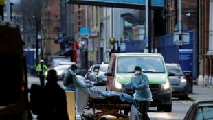 İngiltere'de hastaneler doldu: Ağır olmayan hastalar otellere gönderilecek