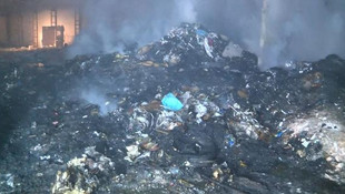 İstanbul'da geri dönüşüm deposunda korkutan yangın