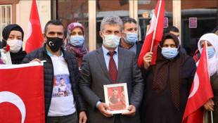 Şehit Kaymakam Safitürk'ün ailesi evlat nöbetindeki ailelere destek verdi