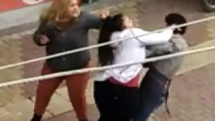 İki kız kardeş telefon numarası isteyen şahsı sokak ortasında dövdü