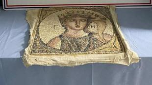 İzmir'de 2 bin yıllık tarihi eser ele geçirildi