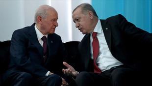 Davutoğlu: ''Erdoğan, MHP yükünden kurtulmaya çalışacak''