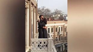 Nesrin Cavadzade ve Gökhan Alkan balkonda aşka geldi!