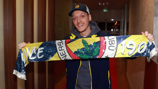 Fenerbahçe Mesut Özil'i resmen açıkladı