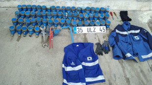 İzmir'de su sayaçları çalan İZSU çalışanına suçüstü!