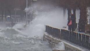 İstanbul'da fırtına! Bazı deniz seferleri iptal edildi