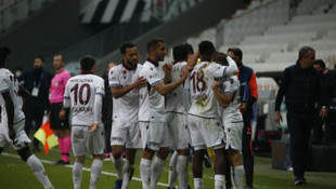 Trabzonspor, Karagümrük'ü 2 golle geçti