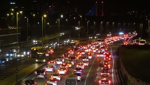 80 Saatlik kısıtlama sona erdi; trafik kilitlendi!