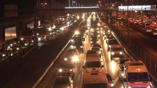 80 saatlik kısıtlama sonrası ilk mesai bitiminde trafik yoğunluğu