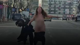 Bursa'da şoke eden görüntü! Sokak ortasında çırılçıplak soyundu