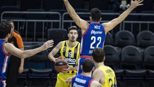 Anadolu Efes EuroLeague'de Fenerbahçe'yi farklı yendi