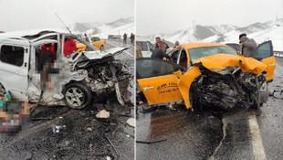 Taksi ile hafif ticari araç kafa kafaya çarpıştı: 3 ölü, 7 yaralı