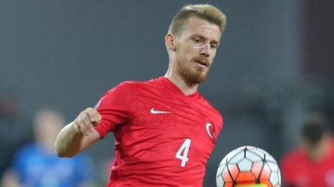 Türkiye - İsveç maçı öncesi Galatasaraylı Serdar Aziz sakatlandı