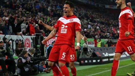 Kaan Ayhan, Bundesliga'yı salladı