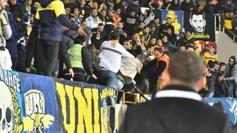 Akhisarspor - Fenerbahçe maçı öncesi bir Fenerbahçe taraftarı yaralandı