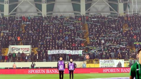 Akhisarspor taraftarı 'Fenerbahçe kümeye' tezahüratı yaptı! Şarkılı gönderme...
