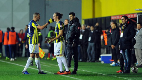 Fenerbahçe taraftarı Slimani ve Benzia'yı ıslıkladı