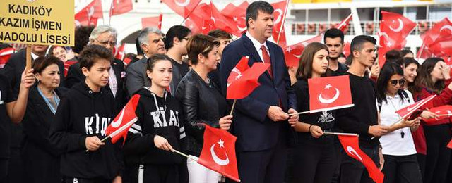 Kadıköy'de 29 Ekim meşalesi yakıldı