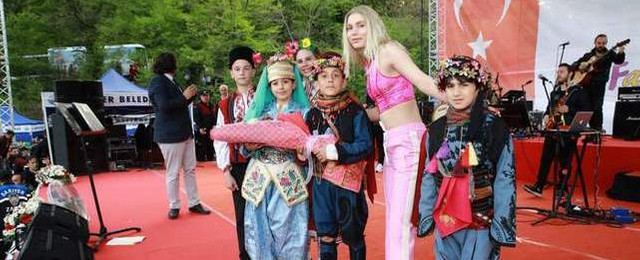 Aleyna Tilki, Dünya çocukları ile Sarıyer'de buluştu