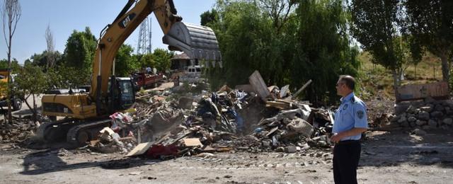 Ankara Büyükşehir Belediyesi zabıtası atıkla mücadelesini sürdürüyor