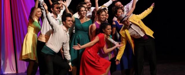 Tiyatro festivalinde sahne İtalyan ve Azerilerin