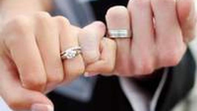 Erkekler evlenmeye kadınlardan daha meraklı !
