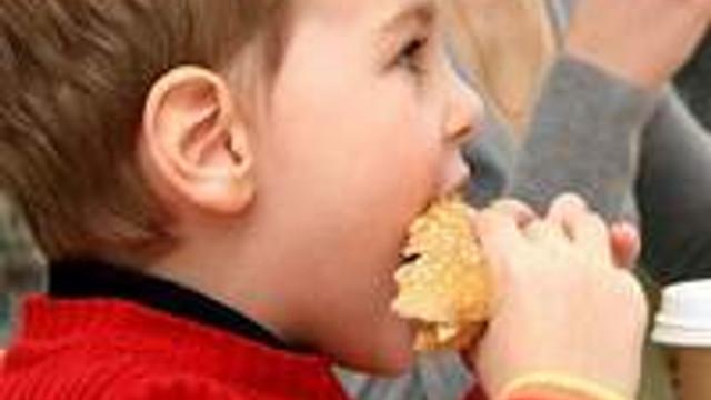 Kilolu çocuk nasıl ideal kilosuna ulaşmalı?