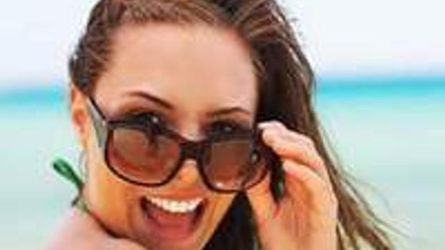 Güneş gözlüğünüzü saç renginize göre seçin