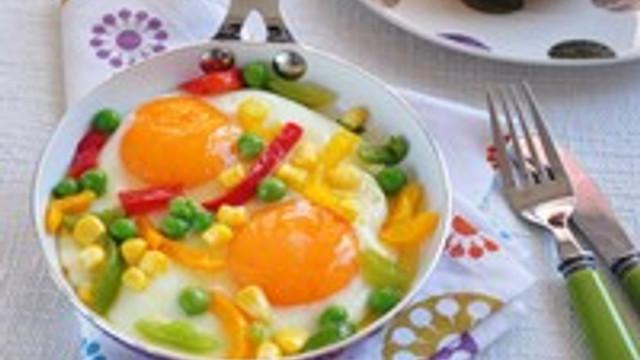 Yumurtayı sebze ve meyveyle tüketin
