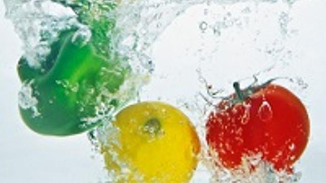 Sebze ve meyveleri soyarak yiyin