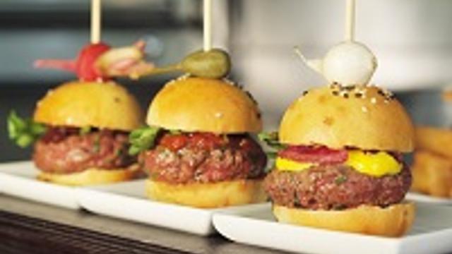 Atıştırmalık mini burgerler