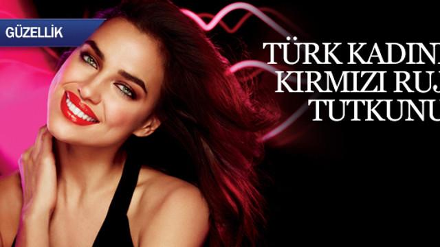 Türk kadını kırmızı ruj tutkunu