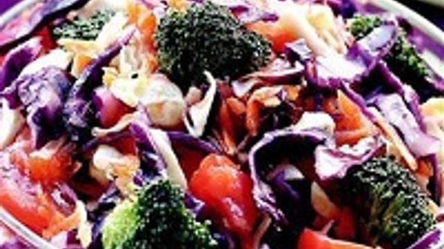 48 kalorilik karışık sebze salatası