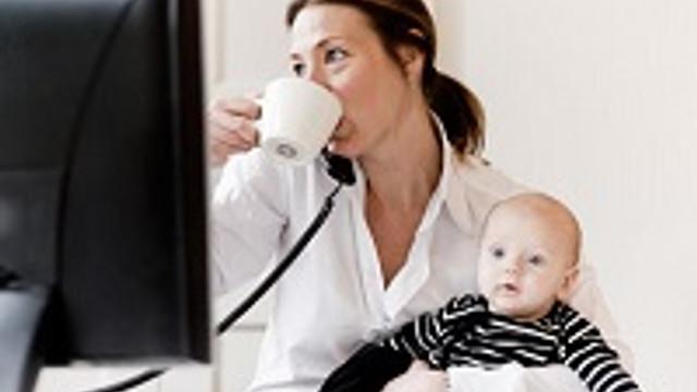 Çalışan annelere bin lira bakıcı desteği
