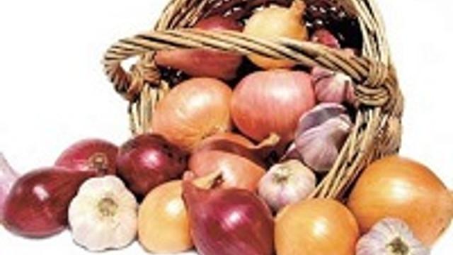 Kalp sağlığınız için soğan, sarımsak yiyin