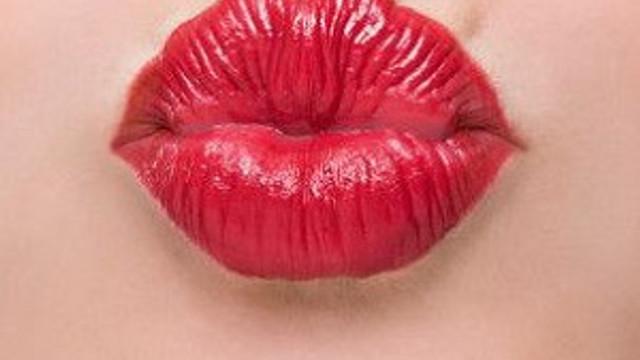 Her öpücük 80 bin bakteri yayıyor !